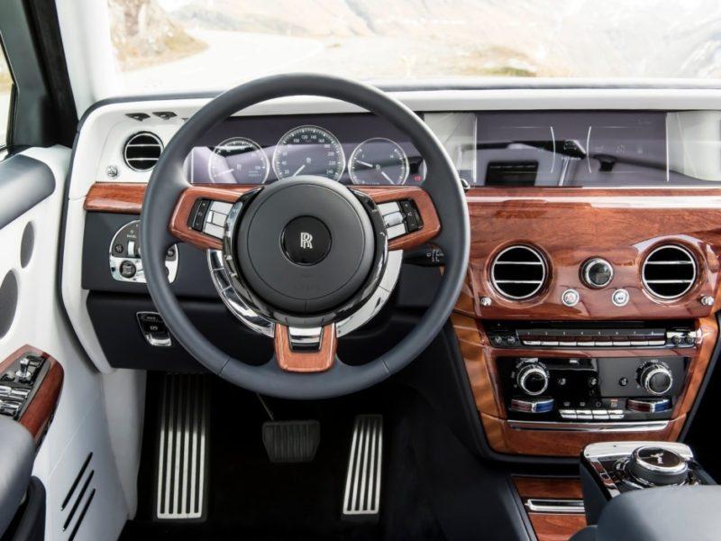 Первые тесты Rolls-Royce Phantom нового поколения: тихий, но не бесшумный