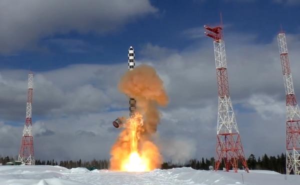 Путин распорядился поставить в войска новую баллистическую ракету