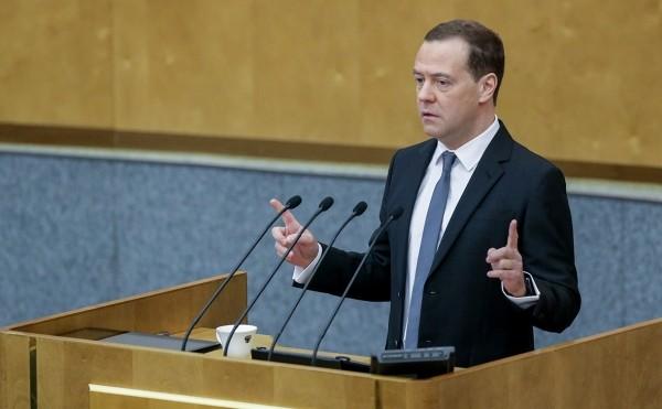 Медведев оценил расходы на выполнение нового майского указа Путина