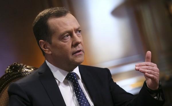 Медведев назвал «порочной» систему строительства