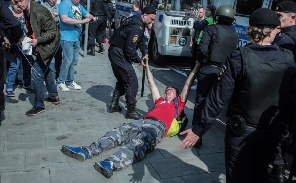 Правозащитники оценили в 1 тыс. число задержанных на акциях по России
