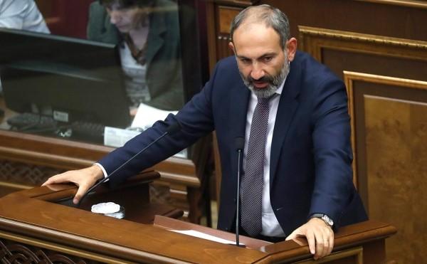 Лидер протестов Армении Никол Пашинян стал премьером