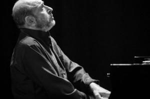 Умер джазовый музыкант и пианист Михаил Альперин
