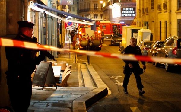 Напавшего с ножом на прохожих в Париже назвали выходцем из Чечни