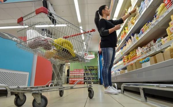 Новые санкции и ослабление рубля не ускорили рост цен в России
