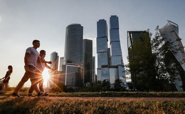 В компаниях в Москве и Петербурге остановился рост зарплат