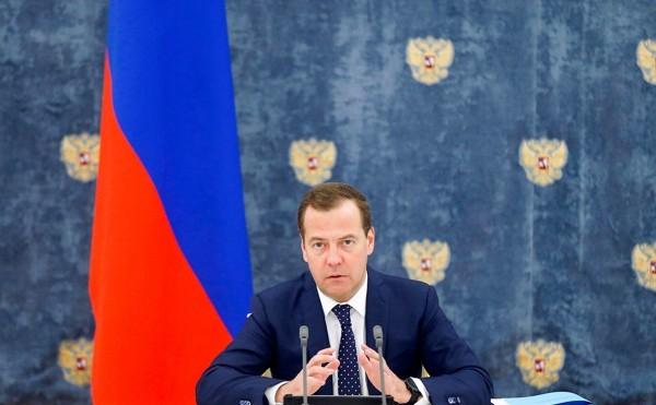 Медведев потребовал наказывать за воровство газа на Северном Кавказе