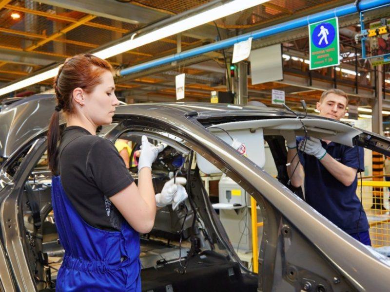 Бастовать и голодать: Ford назначил выходные пособия российским рабочим, но они недовольны