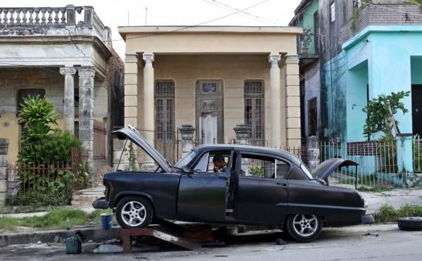 Медведев заявил о выплачивающих долги «кубинских друзьях»