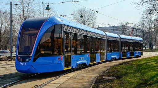 В трамваях и автобусах Москвы впервые разместят видеорекламу