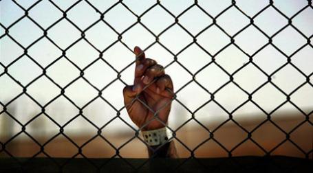 В Сингапуре будут сажать в тюрьму тех, кто слишком близко подходит к другим людям