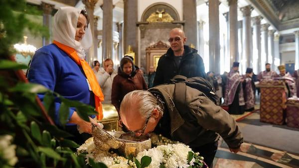 Петербуржские священники провели крестный ход дабы избавится от вируса