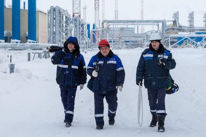 Вахтовики из Ямало-Ненецкого автономного округа вышли на митинг, требуя отправки домой