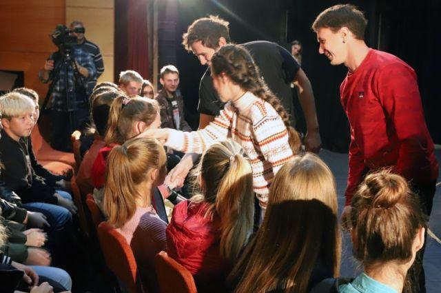 Драмтеатр из Омской области ставит спектакли, которые учат подростков справляться с жизненными трудностями