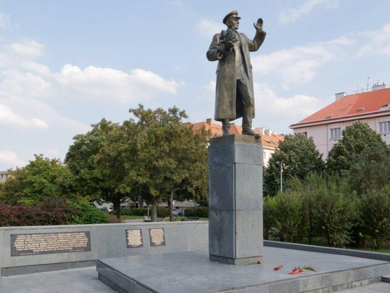Россия может выкупить памятник Коневу в Праге. Его демонтировали по решению чешских властей