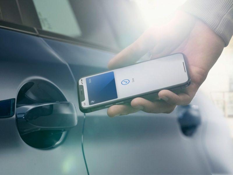 BMW станет первым автопроизводителем, который будет использовать Apple CarKey