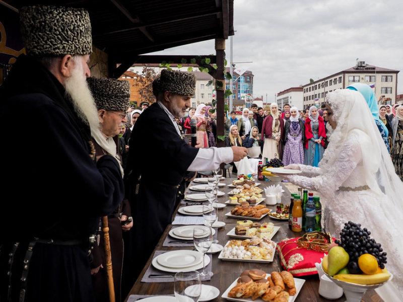 В Чечне разрешили отмечать свадьбы в банкетных залах