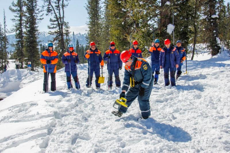 Российские ученые разработали устройство, способное находить людей под 5-метровым снегом