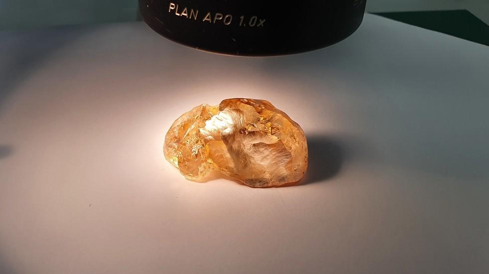 «Уникальное открытие»: Россия обнаружила на Крайнем Севере самый крупный цветной алмаз