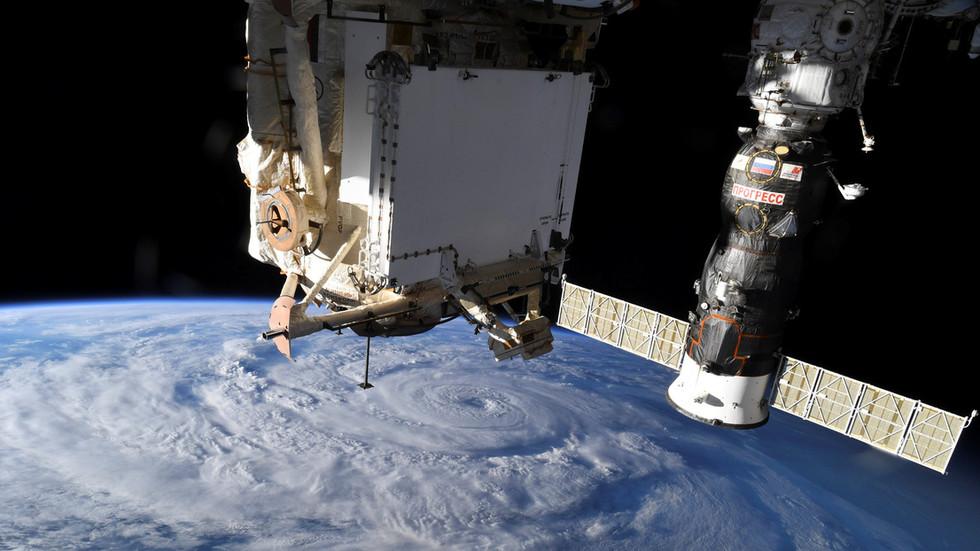 Утечка на судне: экипаж МКС переместится в российский модуль