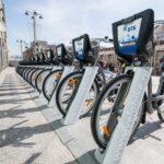 Парки снизили цены на аренду велосипедов и самокатов в Москве