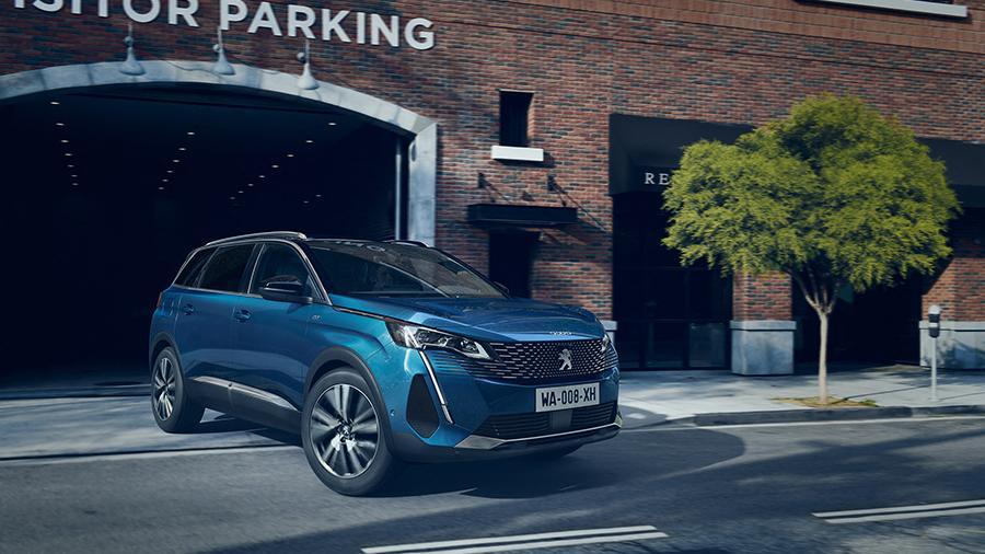Peugeot представила обновленный кроссовер 5008