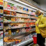 Россияне в панике из-за коронавируса начали скупать продукты