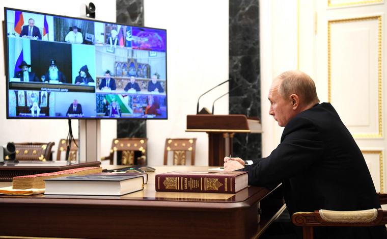 Из-за терактов вЕвропе Путина призвали снова менять Конституцию