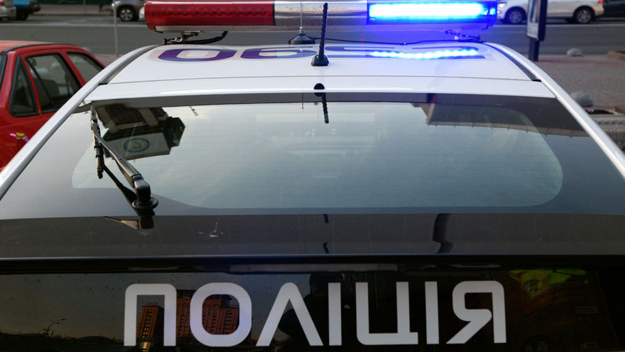 На Украине пьяный полицейский протаранил автомобилем детскую площадку