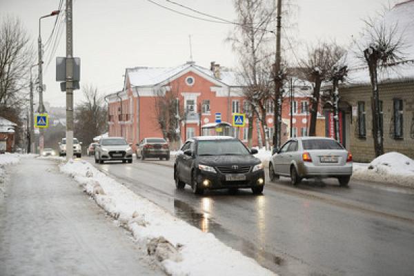 Подмосковных автомобилистов призвали косторожности надорогах из‑заснегопада
