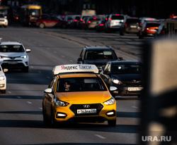 Свердловские таксисты требуют вернуть деньги за установку экранов