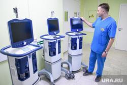 В больницу Екатеринбурга завезли новую технику для борьбы с COVID