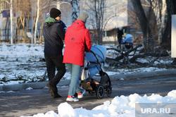 В Госдуме и Совфеде не исключили новые выплаты семьям с детьми. Но по другим правилам