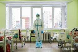 В ковидном госпитале Екатеринбурга ждут наплыва больных. Фоторепортаж из «красной зоны»