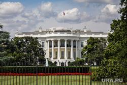 В США готовятся к массовым беспорядкам после выборов президента. Белый дом уже огородили забором