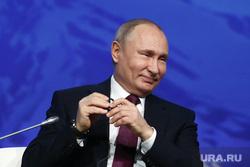 Путин исполнил желание тяжелобольного мальчика обнять панду. Видео