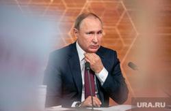 Путин подписал ряд новых законов. За клевету будут сажать в тюрьму, а чиновники заплатят за хамство