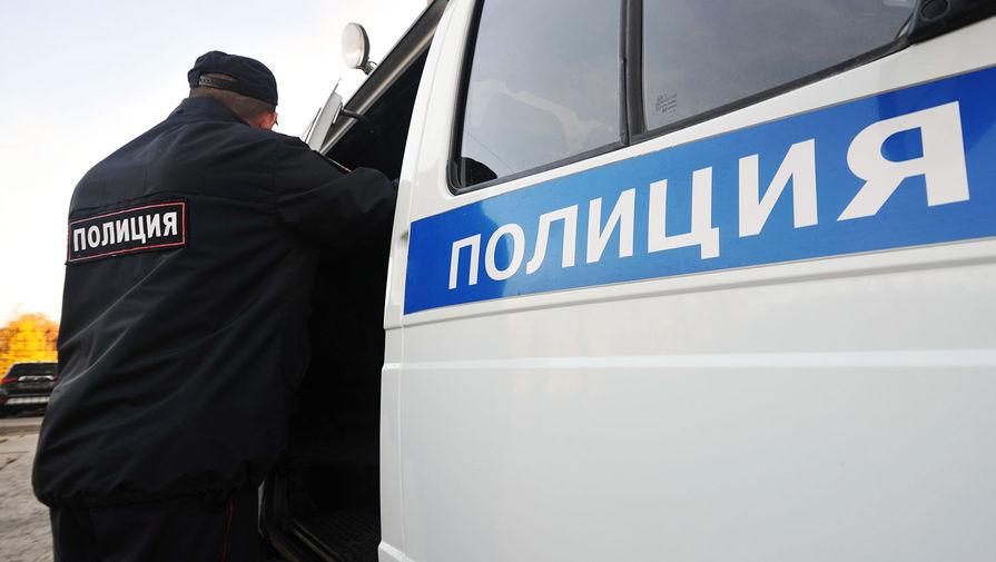 Силовики штурмом взяли квартиру в Москве, где мужчина ножом угрожал сожительнице