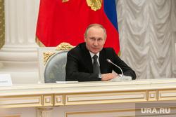 В Кремле ответили на слухи о копиях кабинетов Путина в регионах