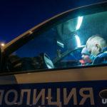 Челябинский полицейский выбил в машине стекло огнетушителем. Видео