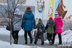Депутаты предложили увеличить выплаты многодетным семьям России