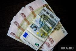 Экономисты рассказали, в какую валюту вложить деньги в 2021 году