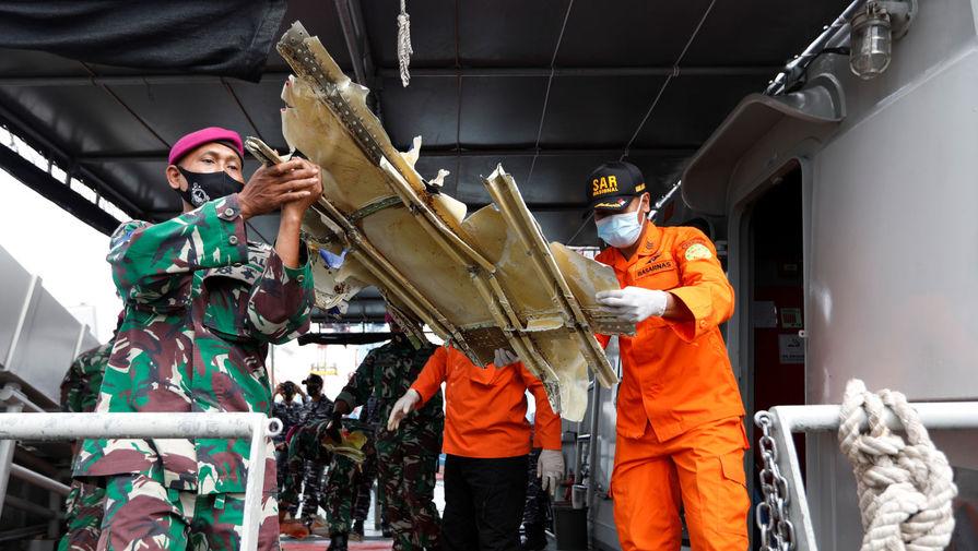 СМИ назвали возможную причину крушения Boeing 737 в Индонезии