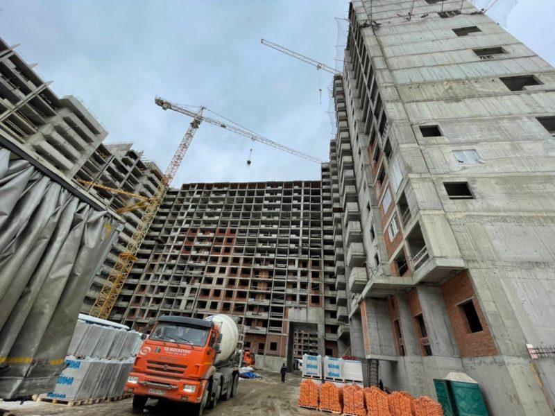 В трех секциях 30 корпуса проблемного ЖК «Царицыно» строители перешли к работам на кровле
