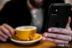 В Роскачестве рассказали, когда опасно заряжать смартфон