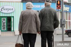 Life: подросток помочился на дедушку, поддерживающего Путина. Видео