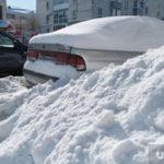 После снегопада жители окраины Кургана не могут дойти до магазина