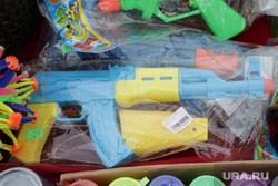 Психологи оценили опасность «военных» подарков детям к 23 Февраля