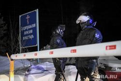 Сторонники отца Сергия раскрыли, что происходит в монастыре. «Разбивают окна и выламывают двери»