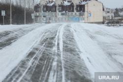 В Свердловской области из-за метели закрыли часть дорог. Полиция помогает водителям